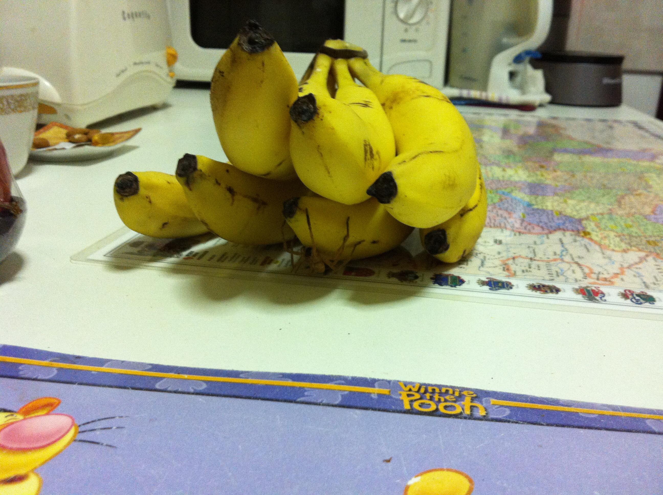 Egy kis meglepi a banánok közt